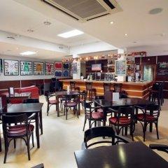 Отель Browns Sports & Leisure Club гостиничный бар