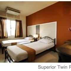 Отель Rambuttri Village Inn & Plaza 3* Улучшенный номер с различными типами кроватей фото 7