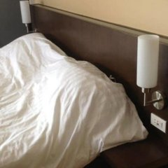 Отель Nice Bird Suite Бангкок сейф в номере
