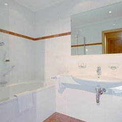 Отель Gasthof Neue Post Австрия, Хохгургль - отзывы, цены и фото номеров - забронировать отель Gasthof Neue Post онлайн ванная фото 2