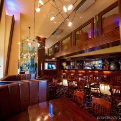 Отель Holiday Inn Express Edinburgh City Centre Эдинбург гостиничный бар
