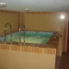 Отель Family Hotel Medven - 1 Болгария, Сливен - отзывы, цены и фото номеров - забронировать отель Family Hotel Medven - 1 онлайн бассейн