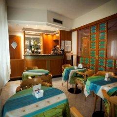 Hotel Marina Bay гостиничный бар