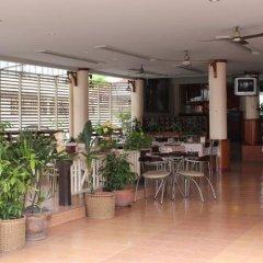 Отель Queen Pattaya Hotel Таиланд, Паттайя - отзывы, цены и фото номеров - забронировать отель Queen Pattaya Hotel онлайн гостиничный бар