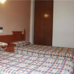 Отель Hostal Los Manos Испания, Бланес - отзывы, цены и фото номеров - забронировать отель Hostal Los Manos онлайн комната для гостей фото 5