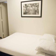 Отель West Side YMCA сейф в номере