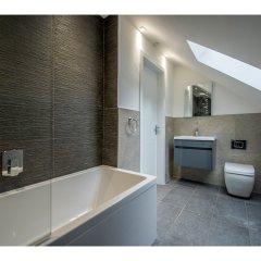 Отель Modern, Stunning and Elegant 2 Bedroom Apt for 4 ванная фото 2