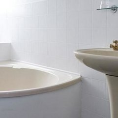 Отель Bull Hotel Великобритания, Халстед - отзывы, цены и фото номеров - забронировать отель Bull Hotel онлайн ванная фото 2