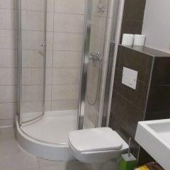 Отель Wroclov Hostel Польша, Вроцлав - отзывы, цены и фото номеров - забронировать отель Wroclov Hostel онлайн ванная фото 2