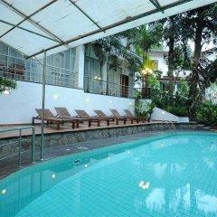 Serene Garden Hotel бассейн