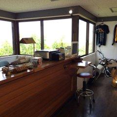 Отель Surfside Bed & Breakfast Центр Окинавы гостиничный бар