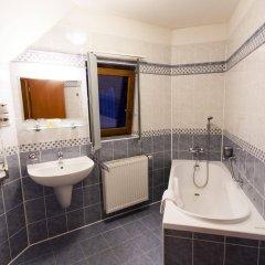 Отель Modra ruze Чехия, Прага - 10 отзывов об отеле, цены и фото номеров - забронировать отель Modra ruze онлайн ванная фото 2