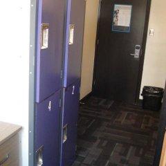Отель HI Vancouver Downtown Канада, Ванкувер - отзывы, цены и фото номеров - забронировать отель HI Vancouver Downtown онлайн сейф в номере