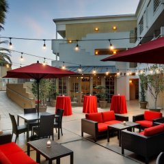 Отель Courtyard Los Angeles Century City Beverly Hills бассейн