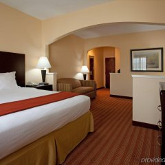 Holiday Inn Express Hotel & Suites Greenville Airport комната для гостей фото 2