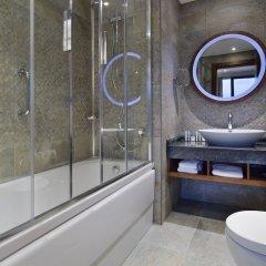 DoubleTree by Hilton Hotel Istanbul - Piyalepasa Турция, Стамбул - 3 отзыва об отеле, цены и фото номеров - забронировать отель DoubleTree by Hilton Hotel Istanbul - Piyalepasa онлайн ванная фото 2