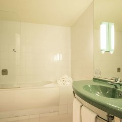 Отель Ilunion Valencia 3 Валенсия ванная