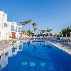 Отель Protaras Plaza Кипр, Протарас - отзывы, цены и фото номеров - забронировать отель Protaras Plaza онлайн бассейн