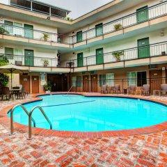 Отель Dunes Inn - Wilshire бассейн фото 3