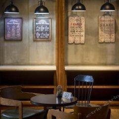Отель James Joyces Coffetel (Xi'an West Chang'an Street University Town) Китай, Сиань - отзывы, цены и фото номеров - забронировать отель James Joyces Coffetel (Xi'an West Chang'an Street University Town) онлайн гостиничный бар