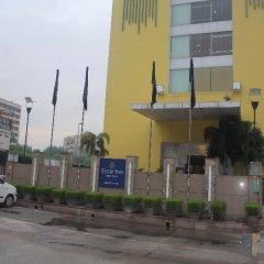 Отель Tulip Inn West Delhi парковка