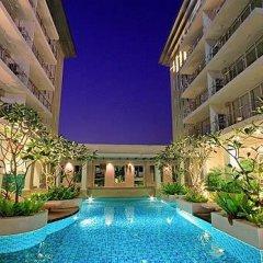 Отель Twin Peaks Sukhumvit Suites Бангкок бассейн фото 3