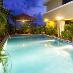 Отель Mookai Service Flats Pvt. Ltd Мале бассейн