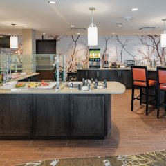 Отель Staybridge Suites Saskatoon - University питание фото 3