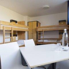 Отель DJH City-Hostel Köln-Riehl Германия, Кёльн - отзывы, цены и фото номеров - забронировать отель DJH City-Hostel Köln-Riehl онлайн комната для гостей фото 2