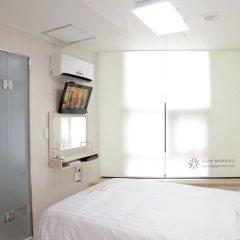 Отель K-Pop Residence Myeong Dong Ii Сеул комната для гостей