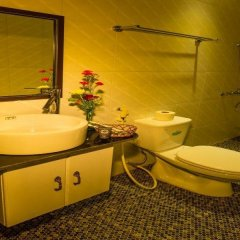 Отель Moon'S Homestay Хойан ванная