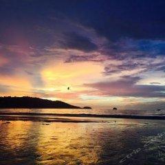 Dengba Hostel Phuket пляж