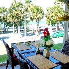 Отель The Beach Front Resort Pattaya питание