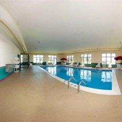 Отель Comfort Suites Effingham бассейн