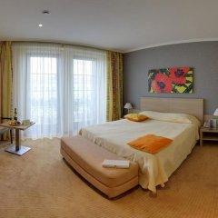 Отель At Home Солна комната для гостей фото 2