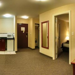 Отель Days Inn & Suites Langley в номере