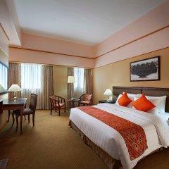 Отель Berjaya Makati Hotel Филиппины, Макати - отзывы, цены и фото номеров - забронировать отель Berjaya Makati Hotel онлайн комната для гостей фото 2