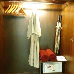 Отель Patong Paragon Resort & Spa сейф в номере