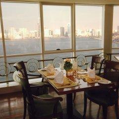 Отель Golden Tulip Sharjah ОАЭ, Шарджа - 1 отзыв об отеле, цены и фото номеров - забронировать отель Golden Tulip Sharjah онлайн питание фото 2