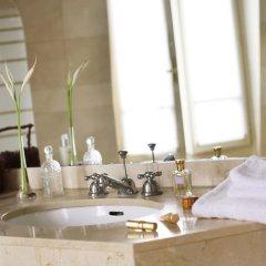 Royal Hotel Paris Champs Elysées ванная фото 2