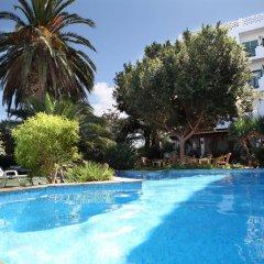 Отель azuLine Hotel Galfi Испания, Сан-Антони-де-Портмань - 1 отзыв об отеле, цены и фото номеров - забронировать отель azuLine Hotel Galfi онлайн бассейн фото 2