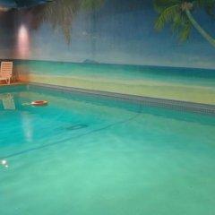 Отель Tropicana Suite Hotel Канада, Ванкувер - отзывы, цены и фото номеров - забронировать отель Tropicana Suite Hotel онлайн бассейн фото 3