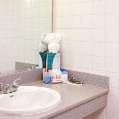 Ramada Plaza Hotel & Suites - West Hollywood ванная