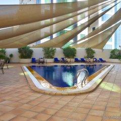 Отель Swiss-Belhotel Sharjah бассейн