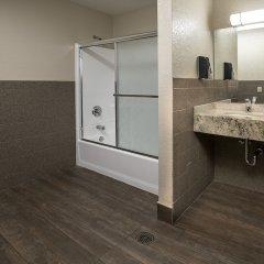 Отель Arizona Charlie's Boulder - Casino Hotel, Suites, & RV Park США, Лас-Вегас - отзывы, цены и фото номеров - забронировать отель Arizona Charlie's Boulder - Casino Hotel, Suites, & RV Park онлайн ванная фото 2
