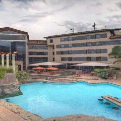 Tribe Hotel бассейн