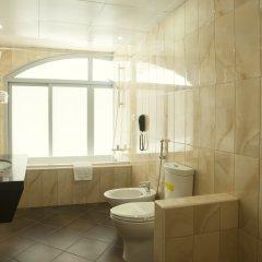 Отель Occidental Sharjah Grand ОАЭ, Шарджа - 8 отзывов об отеле, цены и фото номеров - забронировать отель Occidental Sharjah Grand онлайн ванная фото 2