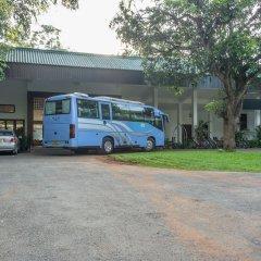 Отель Lakeside At Nuwarawewa Анурадхапура парковка