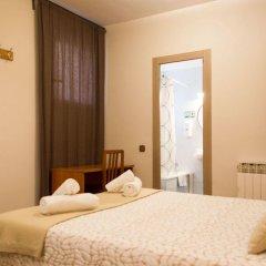 Отель Hostal Alogar Испания, Барселона - 2 отзыва об отеле, цены и фото номеров - забронировать отель Hostal Alogar онлайн комната для гостей фото 4