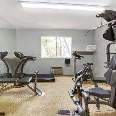 Travelodge Hotel at LAX фитнесс-зал